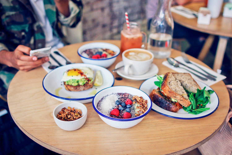 breakfast_twohand2